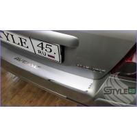 Наклейка на задний бампер Toyota Avensis